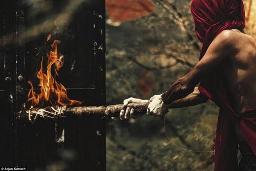... trừng phạt mối tình cấm kị này bằng hình thức hỏa thiêu.