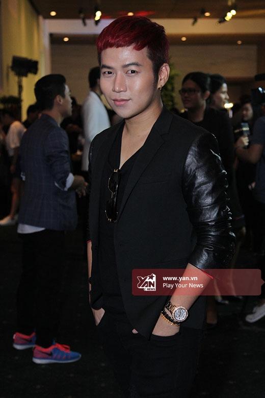 Nhà thiết kế Chung Thanh Phong từng tham gia trình diễn ở năm trước. Vào đầu tháng 10 tới đây, Chung Thanh Phong sẽ tổ chức show diễn cá nhân kỉ niệm 5 năm làm nghề với mức đầu tư 'khủng'.