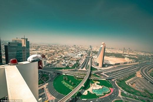Bộ đôi đã đặt chân lên nóc các tòa nhà chọc trời ở Hồng Kông, Nga, Dubai, Pháp...