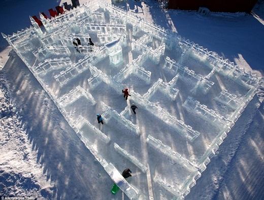 Mê cung Kids Park Ice - quán quân của giải vô địch nghệ thuật điêu khắc từ băng năm 2011 (World Ice Art Championships) - mê hoặc bao người với những bức tường băng tinh xảo.(Ảnh:Internet)