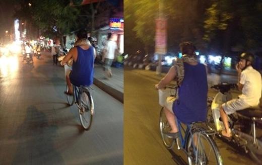 Người đàn ông ung dung đạp xe tản bộ trên đường cùng con trăn quấn quanh cổ, thu hút sự chú ý của những người điều khiển phương tiện giao thông xung quanh.