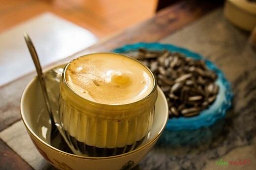Một li cà phê trứng thơm ngon, đúng chất, không thể nào thiếu lòng đỏ trứng gà, sữa đặc, đường và cà phêViệt Nam. (Nguồn: Internet)