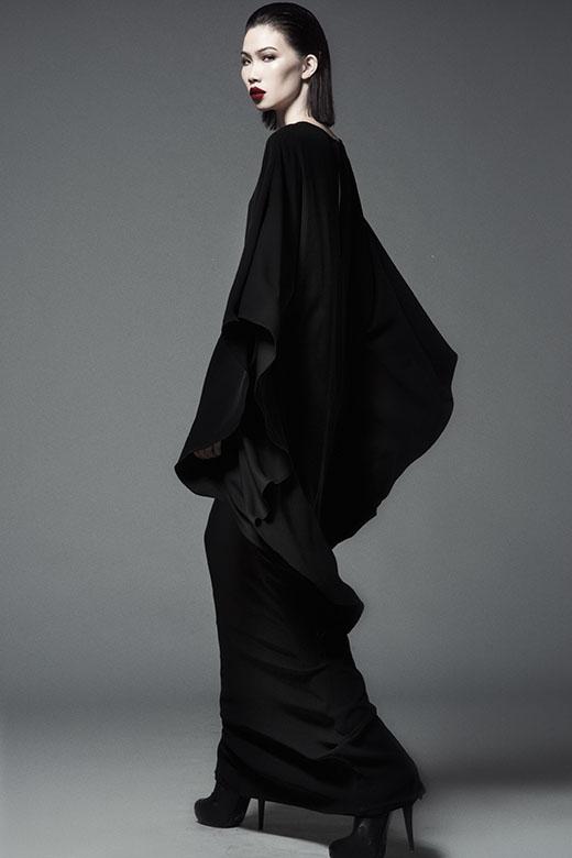 Phom váy đơn giản nhưng với đường cắt tinh tế đã tạo nên nét độc đáo, sự sang trọng, đẳng cấp.
