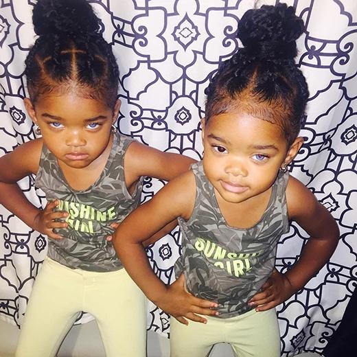 Những bộ trang phục mà hai cô bé mặc đa số được mẹ Stephanie tự tay cắt may.
