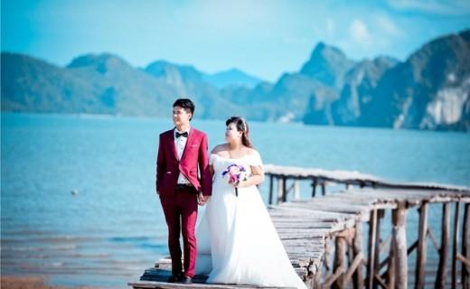 Cảnh biểnQuảng Ninh không thể thiếu trong bộ ảnh cưới của hai bạn trẻ này.
