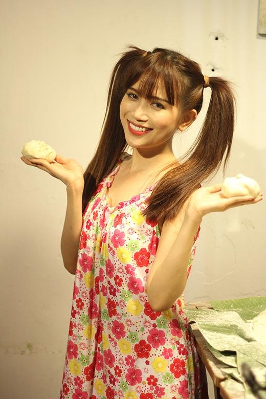 Camy (Sĩ Thanh) nhí nhảnh hóa thành cô gái đáng yêu làm bánh bao cùng anh trai kết nghĩa.