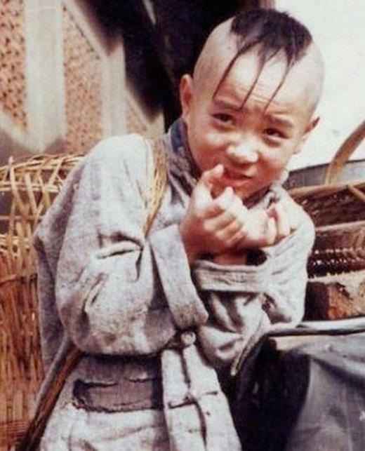 Tài tử sinh năm 1987 Mạnh Trí Siêu may mắn vượt qua 6.000 ứng viên để đảm nhận vai diễn Tam Mao trong Tam Mao lưu lang kí. Bộ phim sau khi phát sóng mang lại thành công ngoài mong đợi và được thực hiện thêm phần 2. Cho đến tận bây giờ, Mạnh Trí Siêu vẫn là tượng đài với các em nhỏ Trung Hoa khi gắn liền với hình ảnh cậu bé Tam Mao đầu ba chỏm.