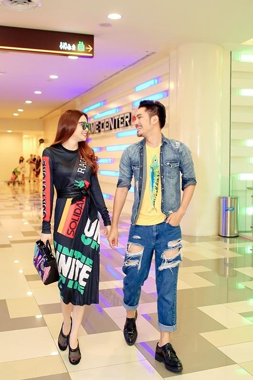 Hà Hồ và Lý Quí Khánh trong trang phục nổi bật, bắt mắt và ấn tượng. - Tin sao Viet - Tin tuc sao Viet - Scandal sao Viet - Tin tuc cua Sao - Tin cua Sao