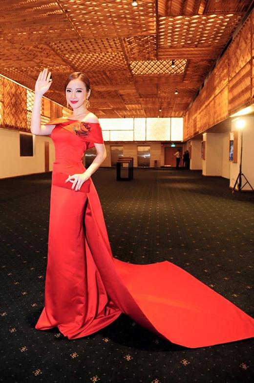 Thời trang của Angela Phương Trinh đã có sự thay đổi khá nhiều trong thời gian gần đây.
