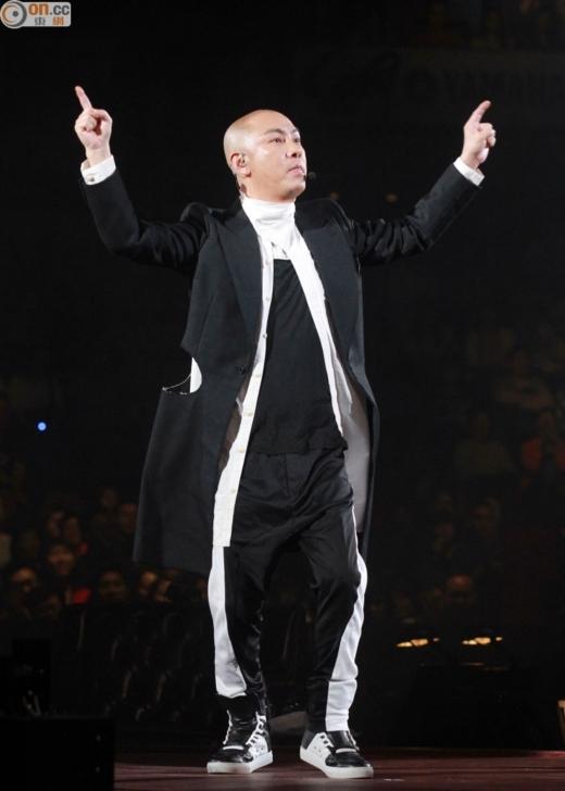 Không cần đến chiều cao và ngoại hình Trương Vệ Kiện vẫn dễ dàng chinh phục khán giả truyền hình bằng khả năng diễn xuất và tài chọc cười của mình.