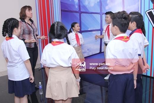Các em được luyện thanh trước khi chương trình bắt đầu - Tin sao Viet - Tin tuc sao Viet - Scandal sao Viet - Tin tuc cua Sao - Tin cua Sao
