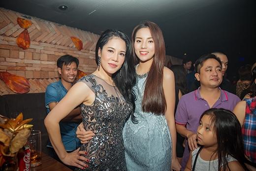 Trong số những khán giả tham dự chương trình có sự xuất hiện của Hoa hậu Việt Nam 2014 - Kỳ Duyên. Cô diện bộ váy tông màu xanh lơ nhẹ nhàng, kín đáo. - Tin sao Viet - Tin tuc sao Viet - Scandal sao Viet - Tin tuc cua Sao - Tin cua Sao