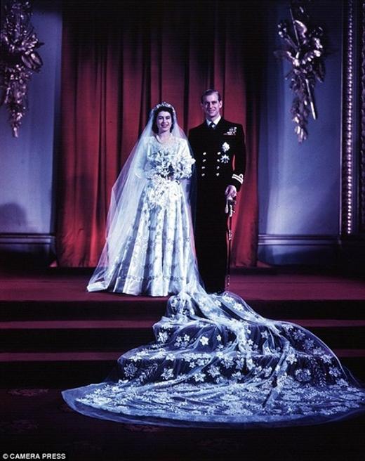 Nữ hoàng Elizabeth và công tước xứ Edinburgh trong đám cưới diễn ra ngày 20/11/1947.