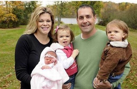 Đôi vợ chồng này sinh 3 người con vào 3 ngày hết sức đặc biệt: đứa đầu sinh vào ngày 08/08/2008, bé trai thứ hai ngày 09/09/2009 và cô con gái thứ ba là ngày 10/10/2010. (Ảnh: Internet)