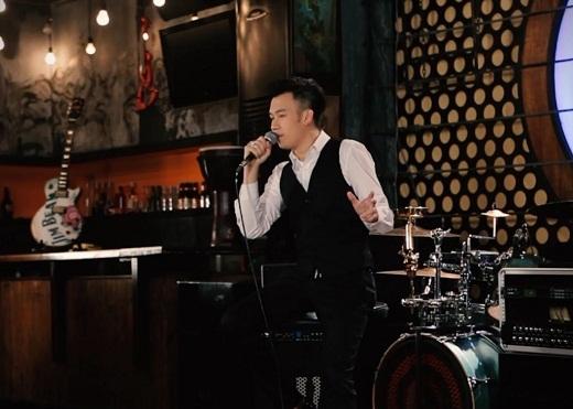 Dương Triệu Vũ lắng đọng với các ca khúc một thời vang bóng trong chương trình Màu thời gian.