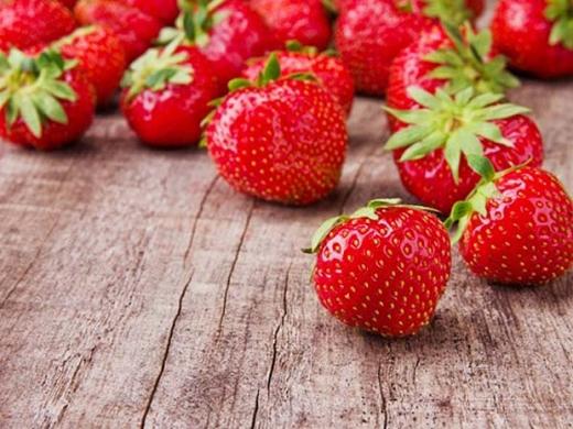 Ăn dâu tây có lợi cho tim, tăng cường máu tốt đến tim để giữ tim khỏe mạch và phòng tránh các bệnh tim mạch.