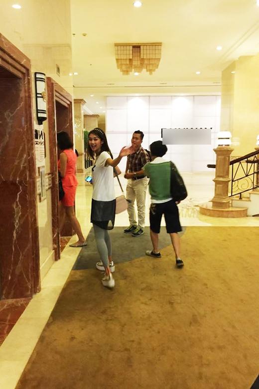 Kết thúc buổi dạo phố đêm, tất cả mọi người trở về khách sạn nghỉ ngơi để chuẩn bị cho chuyến bay sáng hôm sau.