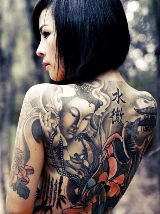 Cận cảnh hình xăm Phật Bà mang ý nghĩa tâm linh của cô. (Ảnh FB)