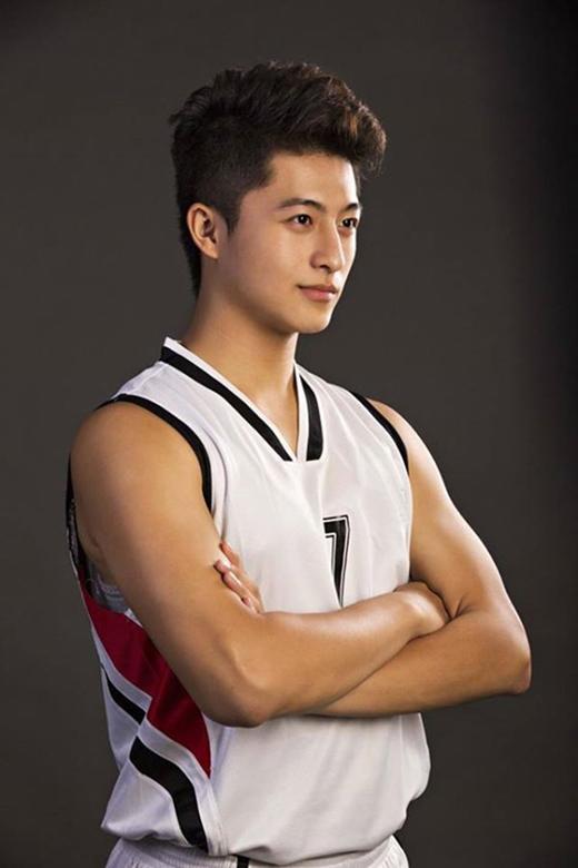 Với vai trò đội trưởng mang áo số 7, anh chàng đã giúp cho đội tuyển của mình đăng quang trong 2 mùa giải liên tiếp. - Tin sao Viet - Tin tuc sao Viet - Scandal sao Viet - Tin tuc cua Sao - Tin cua Sao