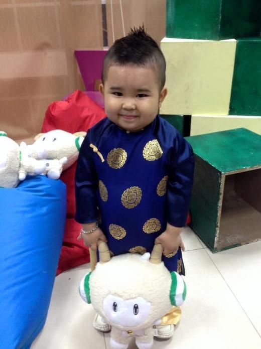 Từ lúc 2 tuổi, cậu bé đã yêu thích ca hát, nhảy múa và có thể tự mình thuộc lòng các bài hát, điệu nhảy qua ti vi mà không cần ai chỉ dẫn.(Ảnh FB)