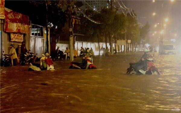 Biển nước tại Sài Gòn vào chiều qua. (Ảnh: Internet)