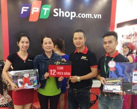 Được FPT Shop tặng 12 triệu đồngtiền mặt, chị Trương Thị Bông (Quảng Bình) đã mua được laptop Dell N5558 trị giá 15.290.000 đồngcho con gái với số tiền chỉ 3.290.000 đồng.