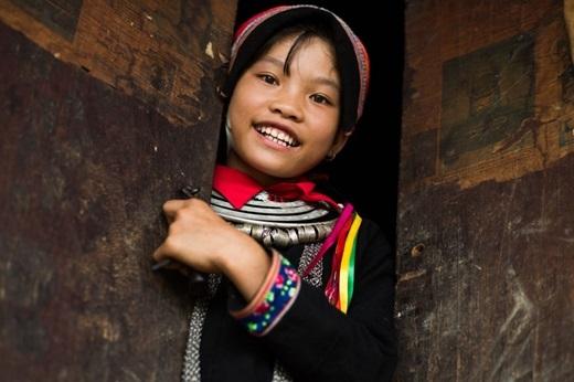 Lý Thị Vin- cô bé 13 tuổi người dân tộc Dao Mán. Rehahn tới làng của cô bé trong chuyến quay về Quản Bạtrêncon đường đầy bùn đá, lầy lội dài 3km.(Ảnh:Rehahn)