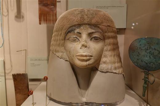 """Bạn có thấy tượng Nữ thần Ai Cập 3000 năm tuổi này rất giống với """"ông vua nhạc pop"""" Michael Jackson? (Ảnh: Internet)"""