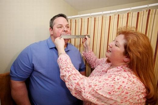 Ông Byron Schlenker, 47 tuổi, đã được ghi vào sách Kỉlục Guinness Thế Giới vớichiếc lưỡi rộng đến 8,6cm.