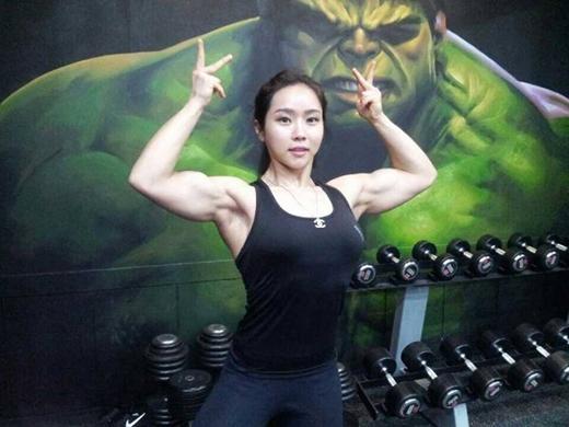 Xôn xao hình ảnh hot girl Hàn Quốc có thân hình lực sĩ