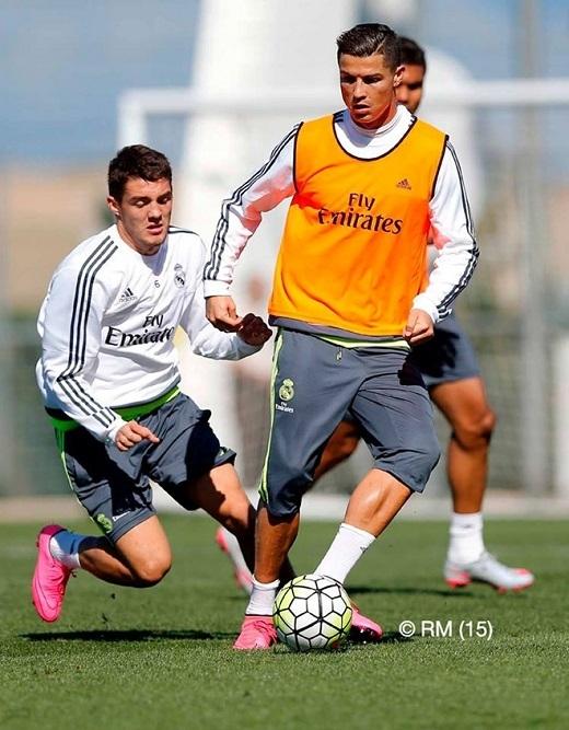 Cựu huấn luyện viên Liverpool cũng tiết lộ thường xuyên trao đổi với Ronaldo về chiến thuật và ý tưởng thi đấu trước và sau mỗi buổi tập.