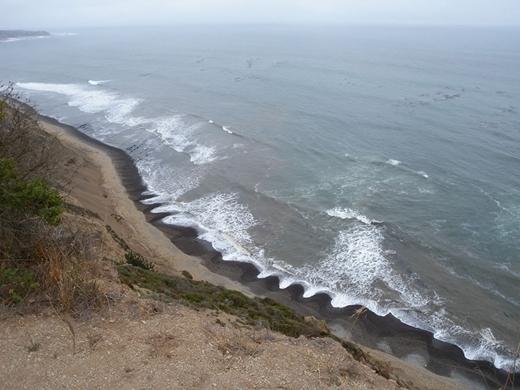 Hình thù kì lạ của những đợt sóng biển tại vùng Dorset, Anh. (Ảnh Boredpanda)