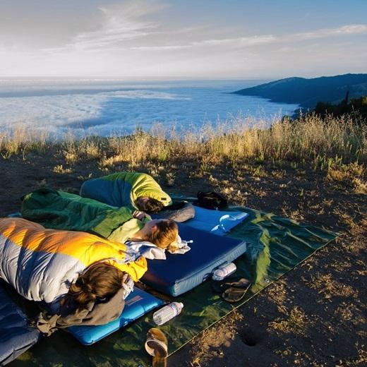 Để rồi sáng hôm sau mở mắt chào bình minh ở khu cắm trại Prewitt Ridge. (Nguồn IG @_ryanhill_)