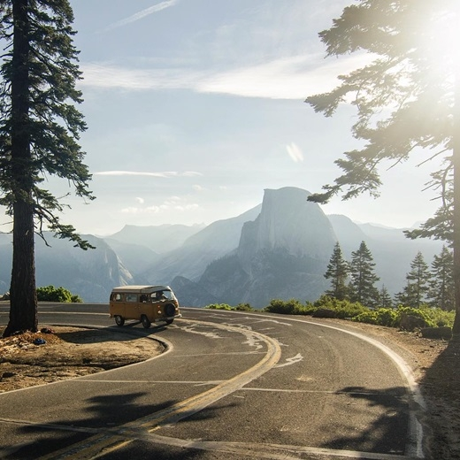 Và sau đó thong dong lái xe quanh cung đường ngoạn mục đến vườn quốc gia Yosemite nổi tiếng. (Nguồn IG @_ryanhill_)