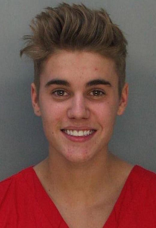 Justin bị bắt vào tháng 1/2013 bởi tội điều khiển xe ô tô dưới sự ảnh hưởng của chất kích thích, cộng thêm với việc đua xe.