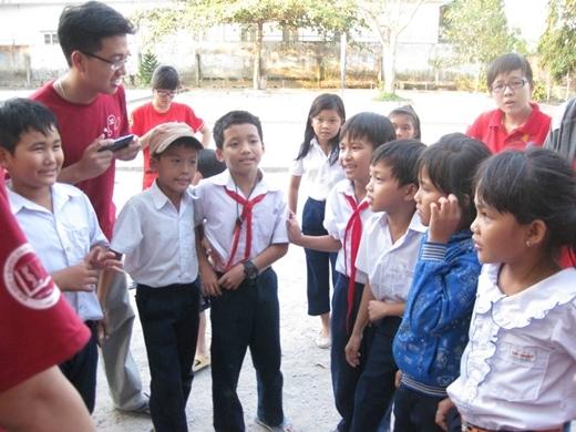 Các em học sinh tiểu học của trường tiểu học Vĩnh Thanh 1 rất chăm ngoan, hiếu học.