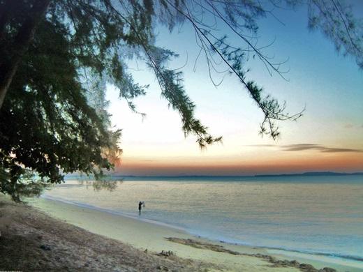 Biển Changi đẹp thơ mộng và hiền hòa là thế nhưng trong Thế chiến II, 66 nam thường dân người Hoa đã bị hiến binh trợ chiến Nhật xử bắn tại bờ biển này(Nguồn: Internet)