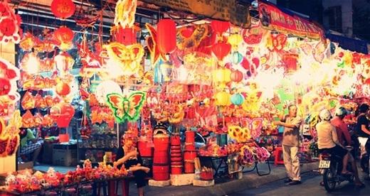 Phố lồng đèn Lương Nhữ Học lộng lẫy mỗi dịp Trung thu về.(Nguồn: Internet)