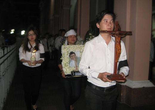 Lặng người trước hình ảnh tang lễ của
