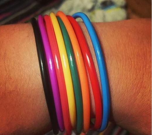 Những chiếc vòng tay nhiều màu. (Ảnh: Internet)