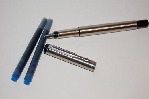 Và cả những chiếc bút parkercần phải bơm mực mới có thể dùng được. (Ảnh: Internet)