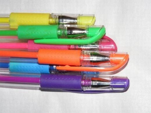 Những chiếc bút nhiều màu với mùimực thơm phức. (Ảnh: Internet)