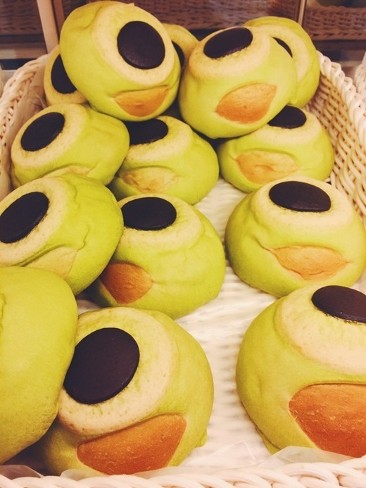 Những chiếc bánh dễ thương với hình thù ngộ nghĩnh có thể dễ dàng tìm thấy ở các cửa hàng.(Ảnh: Internet)