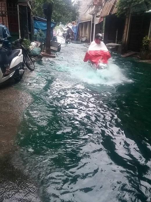 Dòng nước xanh gây xôn xao cộng đồng mạng. (Ảnh: FB)