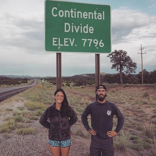 Ý chí, sự kiên trì của cặp đôi cùngmục đích cao cả của chuyến đi khiến nhiều người vô cùng ngỡ ngàng và nể phục. (Ảnh: Internet)