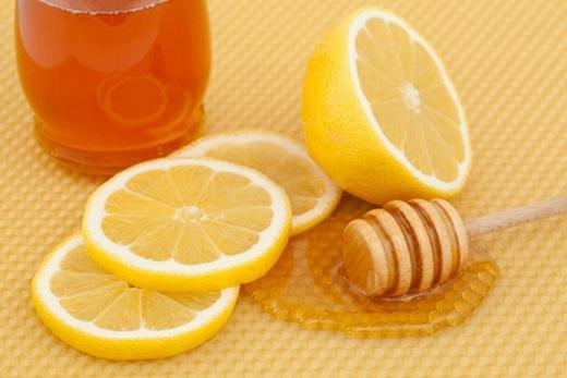 Mật ong có tác dụng kháng khuẩn, loại bỏ những vi khuẩn gây mùi bảo vệ da. (ảnh : Internet)
