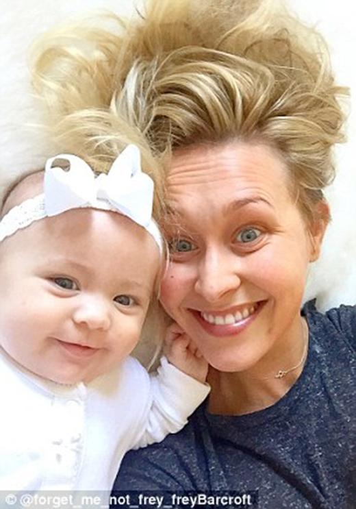 Kristy Whelan- mẹ Tiny -đã bắt đầu chụp hình thời trang cho đứacon gái bé nhỏ từ lúc 10 tuầntuổi. (Ảnh: Instagram)