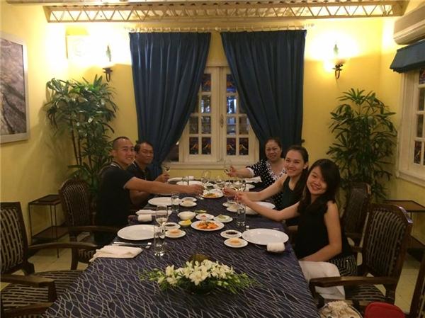 Bên cạnh chồng và con trai, gia đình, người thân Ngọc Thạch cũng có mặt trong bữa tiệc mừng sinh nhật của cô. - Tin sao Viet - Tin tuc sao Viet - Scandal sao Viet - Tin tuc cua Sao - Tin cua Sao