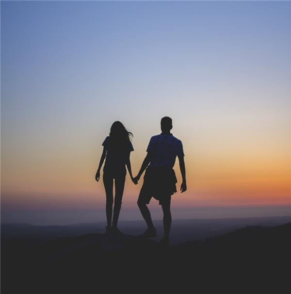 Anh có sẵn lòng bước vào mối quan hệ không tên với em?