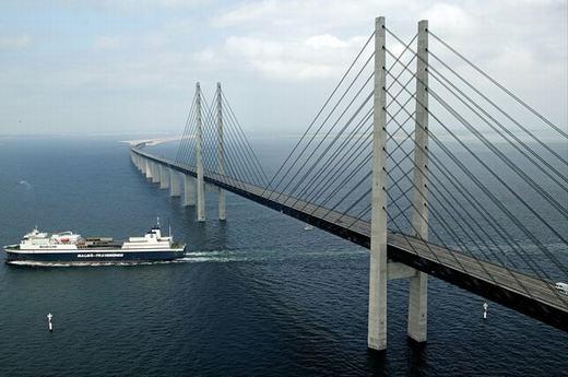 Khởi công xây dựng vào năm 1995, The Oresund hoàn thành vào tháng 1/2000. Nhưng mãi tới tháng 7, cây cầu mới đón vị khách đầu tiên. (Ảnh: Internet)